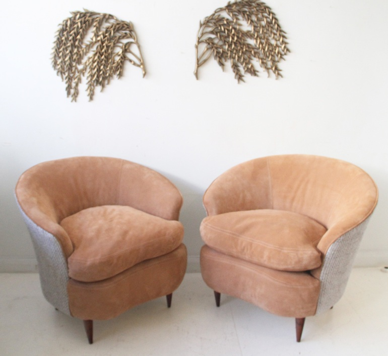 pair-guglielmo-ulrich-arm-chairs-newly-upholstered-in-peach-suede-boucle-italy-1950s.jpg