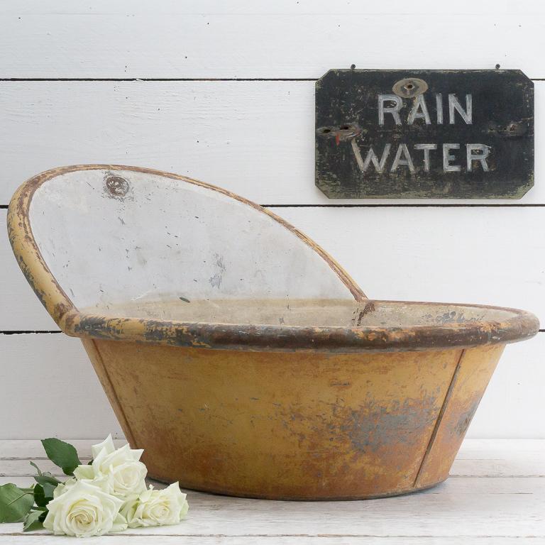 antique-toleware-bath-tub