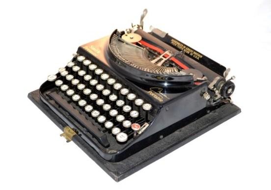 vintage-smith-premier-typewriter-in-original-case