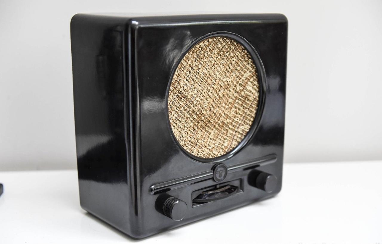 vintage-ww2-deutscher-kleinempfanger-1938-german-propaganda-radio-by-braun