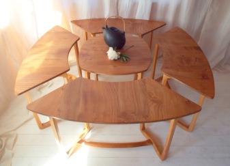ercol-515-and-516-set-of-supper-tables-1967-1970 (1)