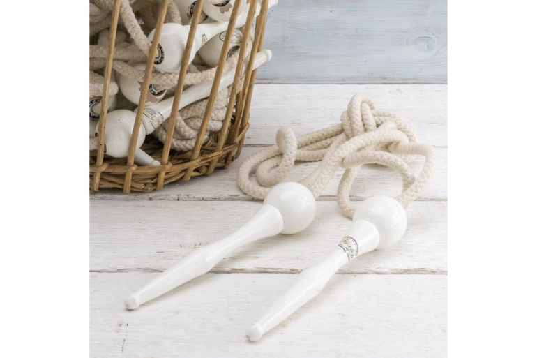 large_vintage-old-school-skipping-rope-49fa1d8f-3625-4537-9399-ee2ae7434959